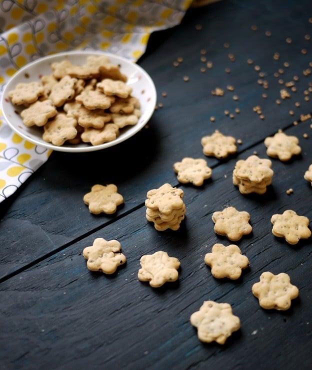 Crackers aux graines de moutarde jaune