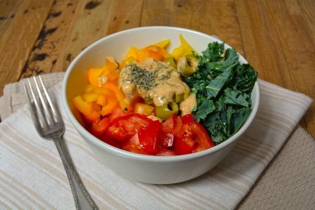 Salade crue tricolore, sauce tahini - galanga