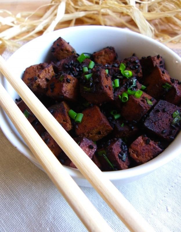 Tofu Sauté à la Sauce Soja et aux Graines de Nigelle