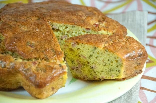 Gâteau salé au jambon et au persil