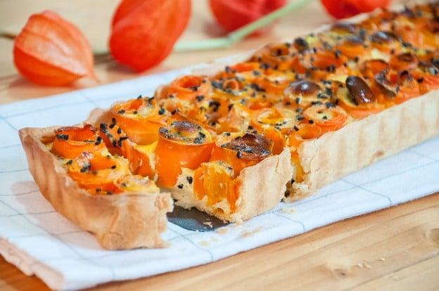 Tarte fleurs de carotte aux graines de nigelle